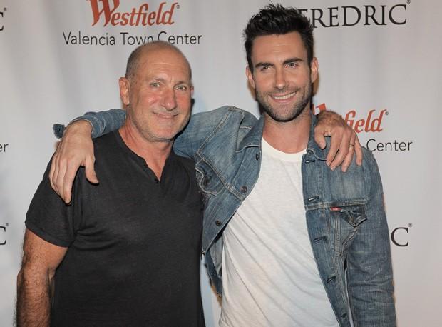 Pai e filho: Fred e Adam Levine lado a lado (Foto: Getty Images)
