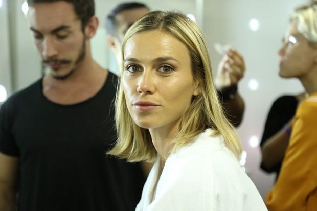 Renata Kuerten - Backstage do Elle Fashion (Foto: Roberto Filho / BRAZIL NEWS)