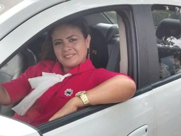 A taxista Franssinete Matos é a presidente da primeira cooperativa feminina do Pará. (Foto: Divulgação/Associação Lady's Taxi)