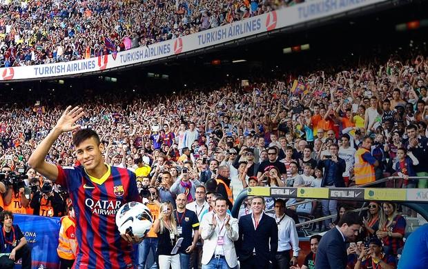 Neymar apresentação Barcelona Camp Nou (Foto: Reuters)