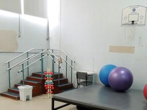 Estrutura conta com equipamentos usados na reabilitação de feridos na Kiss (Foto: Felipe Truda/G1)