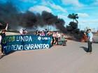 Universitários fazem protesto em Luís Eduardo Magalhães; via é interditada