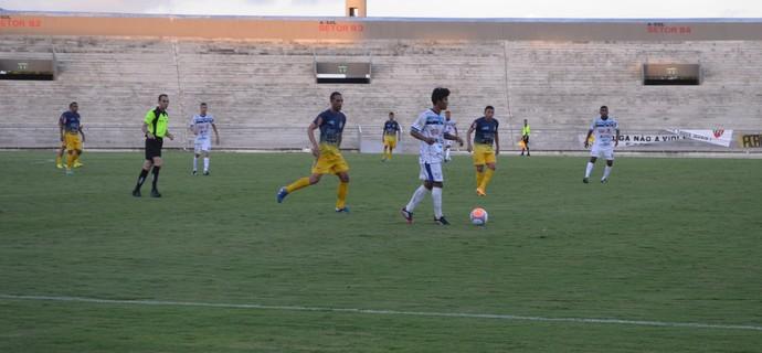 Jogo entre CSP e Lucena seguiu truncado do começo ao final (Foto: Amauri Aquino / GloboEsporte.com/pb)
