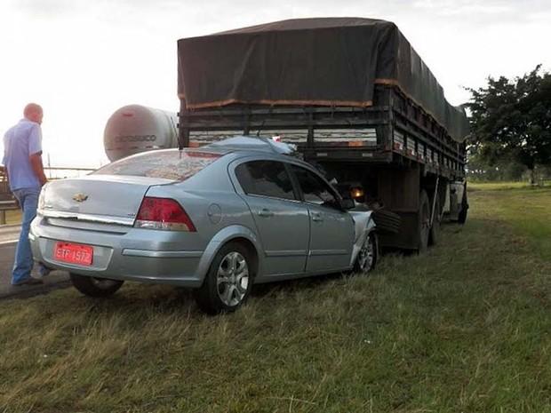 Taxista foi socorrido para a Santa Casa de São Carlos após acidente na SP-310 (Foto: Valdir Penteado)