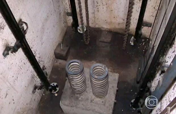 Molas amorteceram a queda do elevador (Foto: TV Globo/Reprodução)