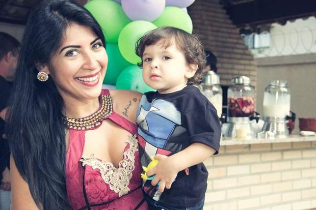 Priscila Pires e filho (Foto: Divulgação)
