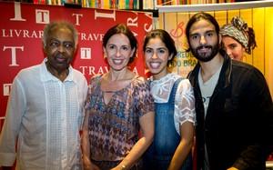 Bela Gil lança novo livro 'Bela Cozinha - Ingredientes do Brasil' ao lado de família e amigos