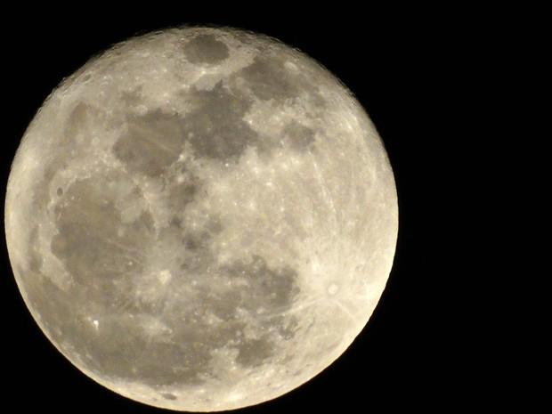 Fenômeno ocorre quando lua está mais próxima da terra (Foto: Onofre Martins/G1 AM)