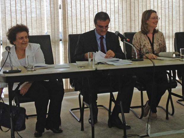 Ministros Eleonora Menicucci (Políticas para Mulheres), José Eduardo Cardozo (Justiça) e Maria do Rosário (Direitos Humanos) durante anúncio do Plano Nacional contra o Tráfico de Pessoas (Foto: Amanda Lima / G1)