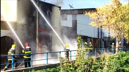 Incêndio atinge fábrica de velas em Pedro Leopoldo, na Grande BH