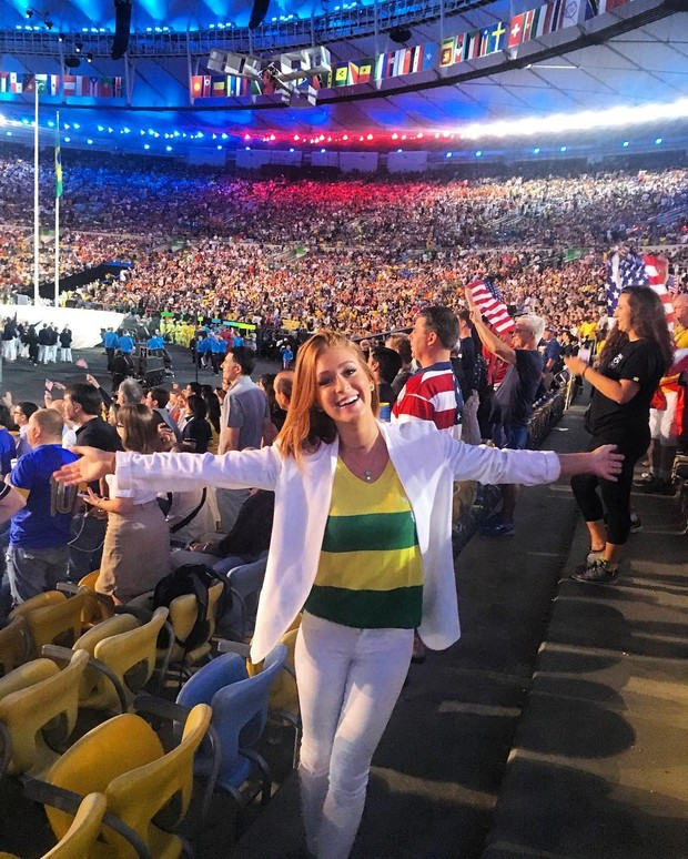A atriz Marina Ruy Barbosa posou na abertura da Olimpíada Rio 2016, no Maracanã, e ganhou 490 mil curtidas na foto - o maior sucesso de sua conta no Instagram até hoje (Foto: Reprodução/Instagram)