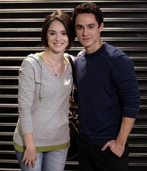Giane (Isabelle Drummond) e Caio (Thiago Amaral) (Foto: Reprodução)