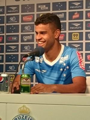 Alisson, meia do Cruzeiro (Foto: Rafael Araújo)
