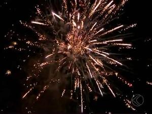 Queima de fogos Ano Novo 2014 Juiz de Fora (Foto: Reprodução/ TV Integração)