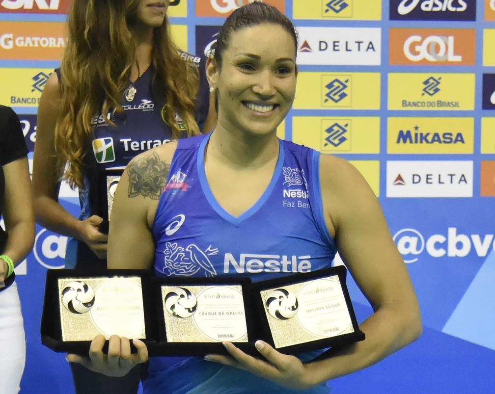 Tandara foi a jogadora mais premiada da Superliga feminina 2016/2017 (Foto: André Durão)