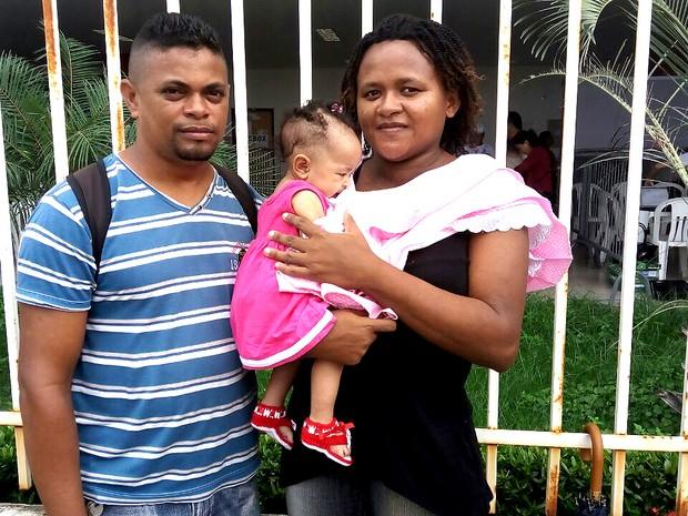 Casal leva filha de quatro meses para a Ação Global em São Luís (MA) (Foto: Danilo Quixaba/Mirante AM)