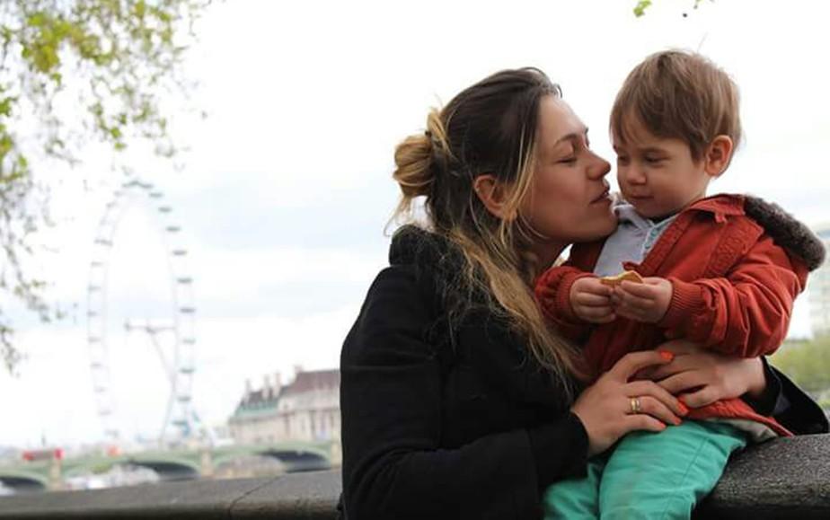 Família faz vaquinha para trazer ao Brasil mulher com câncer terminal que mora em Londres