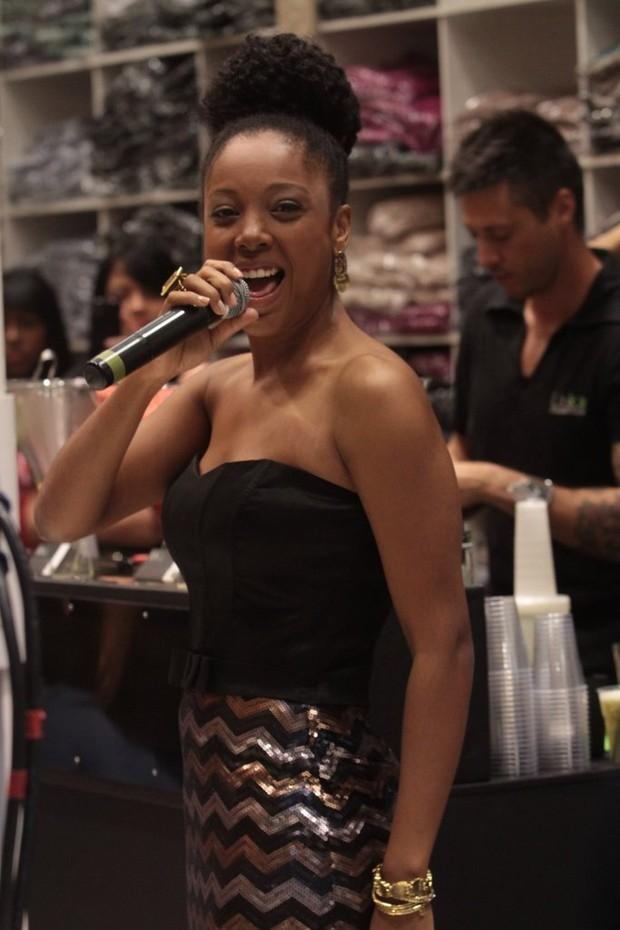Negra Li em evento de loja em São Paulo (Foto: Leo Franco / AgNews)