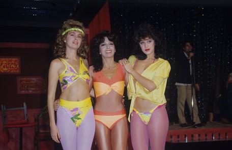 Em sua primeira novela, 'Roque Santeiro, de 1985. A atriz foi Ninon, uma dançarina sensual que trabalhava na polêmica boate Sexus. Na foto, com Yoná Magalhães e Ísis de Oliveira Divulgação/Adir Mera