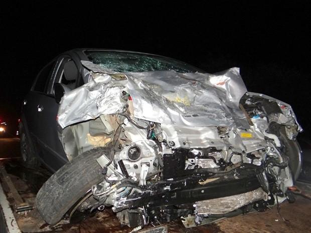 Ocupantes do outro carro envolvido tiveram ferimentos leves (Foto: Antonio Brito / Rádio Integração FM)