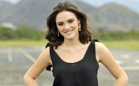 'Cida é muito diferente de tudo que já fiz', confessa Isabelle Drummond (Cheias de Charme / TV Globo)