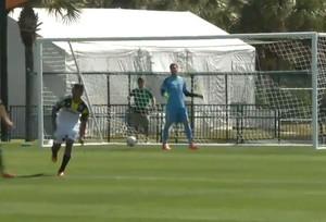 Julio Cesar leva gol na estreia pelo Toronto FC (Foto: Reprodução )