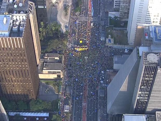 SÃO PAULO - Manifestação contra a presidente afastada Dilma Rousseff na Avenida Paulista, às 16h05 deste domingo (31) (Foto: TV Globo/Reprodução)