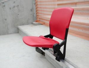 Instalada a primeira cadeira do Beira-Rio (Foto: AG / Inter, DVG)