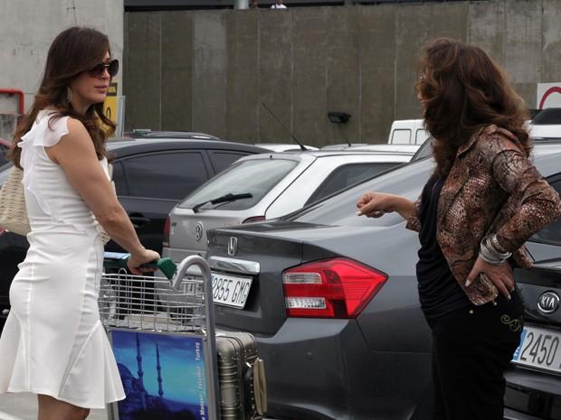 Lívia manda Wanda vender o bebê de Morena (Foto: Salve Jorge/TV Globo)