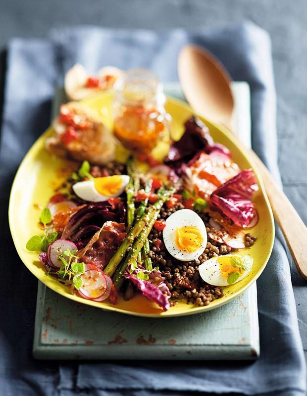 Salada morna de inverno com vinagrete de tomate (Foto: StockFood / Gallo Images Pty Ltd.)