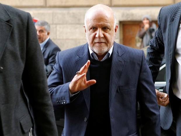 Ministro do Petróleo do Irã, Bijan Zanganeh, chega à reunião da Opep (Foto: Heinz-Peter Bader/Reuters)