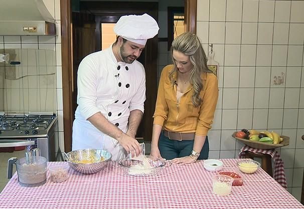 Vivian Padovan apresenta a receita nhoque de abóbora recheado com carne seca (Foto: Reprodução/TV Fronteira)