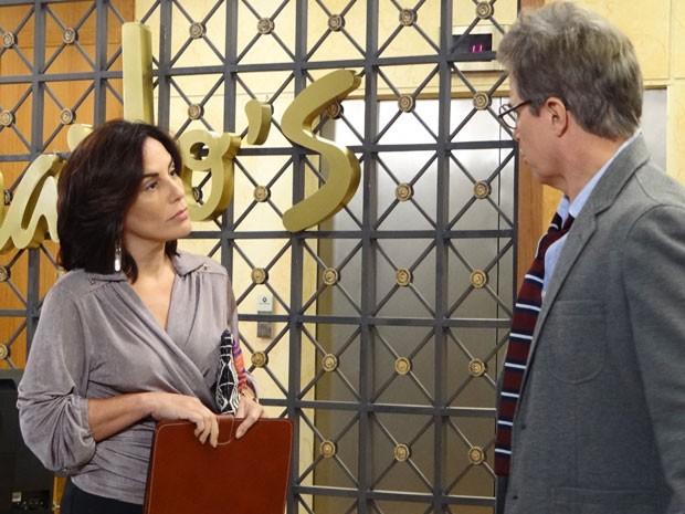 Roberta informa que sem o recibo, eles não comprovam a compra dos 65% (Foto: Guerra dos Sexos/ TV Globo)