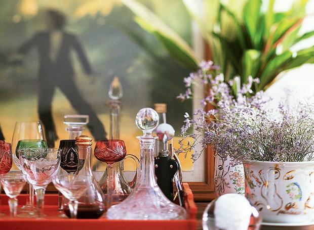 Posicione alguns ramos de lavanda em seu lar. Ela trará um aroma delicado para os ambientes que também é muito relaxante (Foto: Rogério Voltan/Editora Globo)