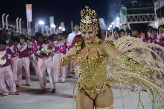 Viviane e Quitéria desfilando (Foto: Diego Mendes / Gangazumba Produções)