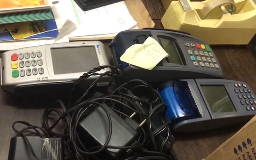 Maquinas usadas pela quadrilha para registrar as apostas (Foto: Reprodução/RBS TV)