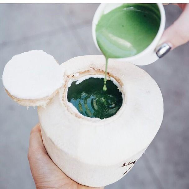 O mix-magia de matcha no coco (Foto: Reprodução/Instagram)