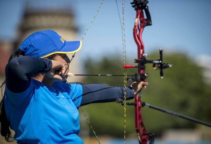 Jane Karla Gögel garante pódio inédito para o Brasil no tiro com arco (Foto: Daniel Zappe/MPIX/CPB)