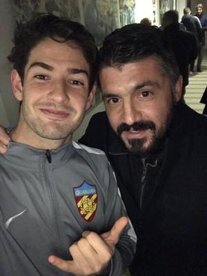 Alexandre Pato tirou uma foto com seu antigo companheiro de Milan (Foto: Reprodução/ Twitter)