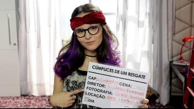 Larissa Manoela caracterizada como a gêmea Isabela para cena de 'Cúmplices de um resgate' (Foto: Reprodução/Twitter)