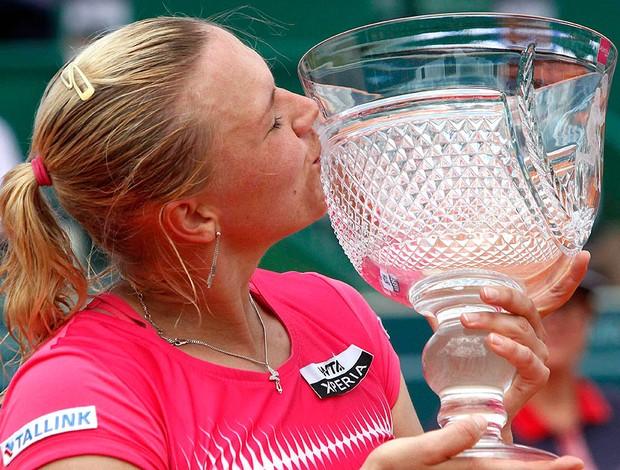 Kaia Kanepi tênis Estoril final troféu (Foto: Reuters)