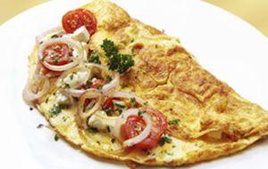 Para fazer com as crianças: omelete com tomate e cenoura