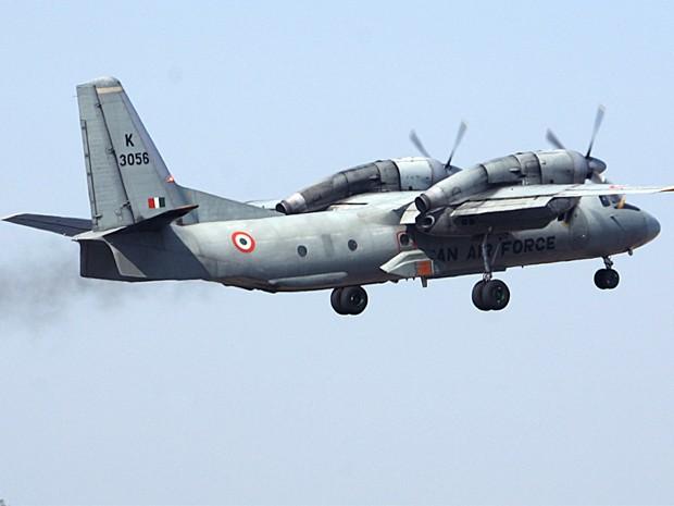 Imagem de 9 de fevereiro de 2008 mostra modelo AN-32 da Força Aérea da Índia, o mesmo acidentado nesta semana (Foto: Amit Gupta/Arquivo Reuters)