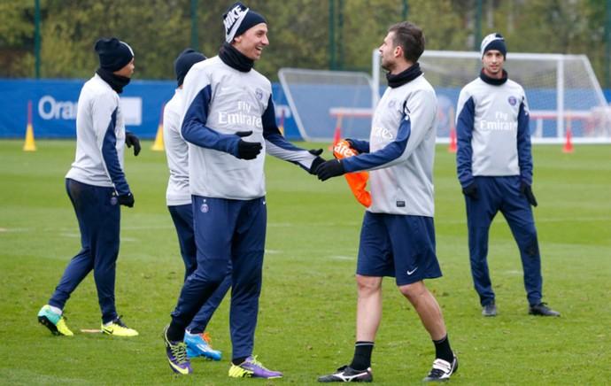 Ibrahimovic Thiago Motta treino PSG (Foto: Reprodução / Site Oficial)