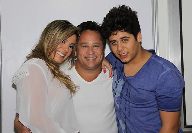 Poliana, com quem Leonardo é casado há 15 anos, e José Felipe (Foto: Ag News)