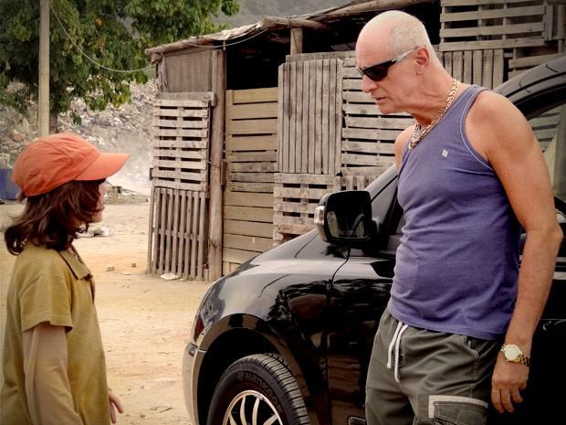 Jerônimo conta tudo o que sabe sobre Max para Leleco (Foto: Avenida Brasil/TV Globo)