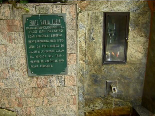 Fontes de Serra Negra reabrem após período de estiagem de 2014 (Foto: Reprodução/ EPTV)