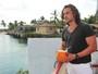 Flor do Caribe: em vídeo, ator Igor Rickli fala sobre gravações na praia