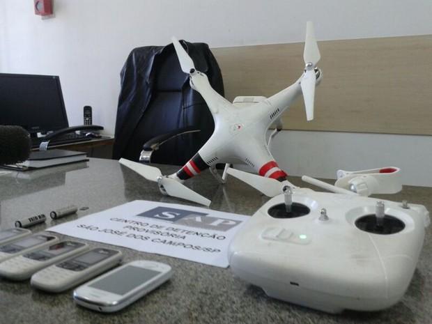 Drone flagrado pelos agentes penitenciários do CDP do Putim. (Foto: Daniel Corrá/G1)