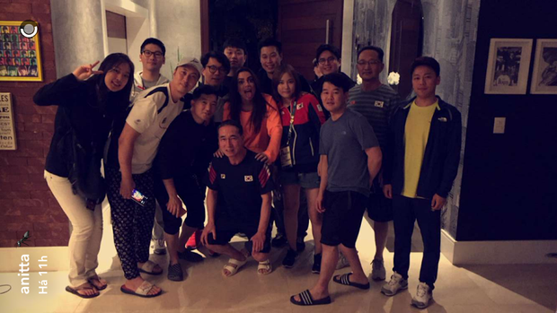 Delegação Coreana na casa de Anitta (Foto: Reprodução/ Snapchat)